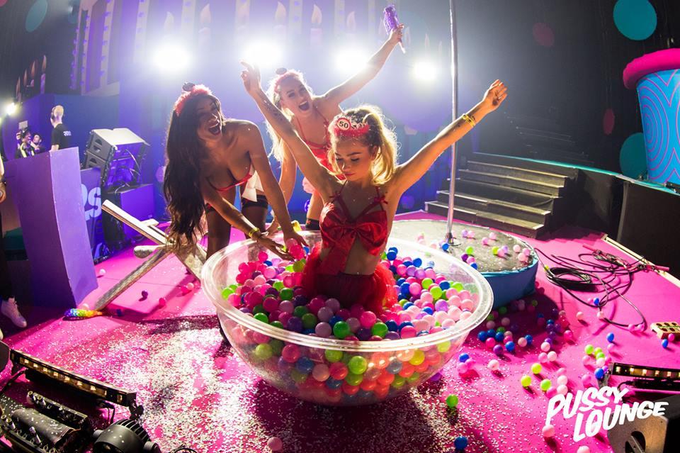 Pussy lounge danseressen