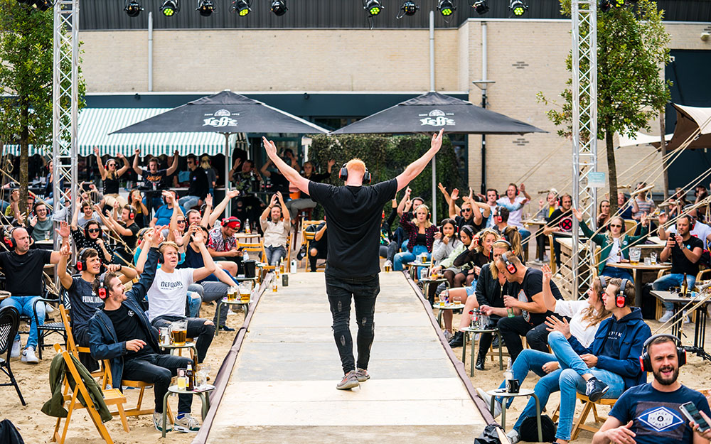 B-Front's Silent Disco Coffee Club 20 juni Dorpsterras Udenhout
